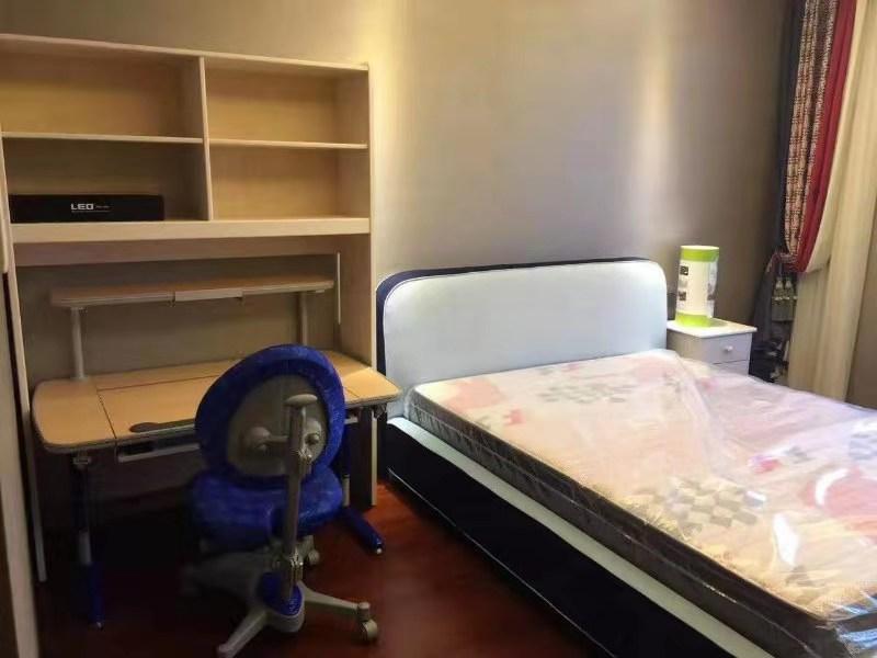 EKS西班牙益卡思书桌椅&儿童床垫