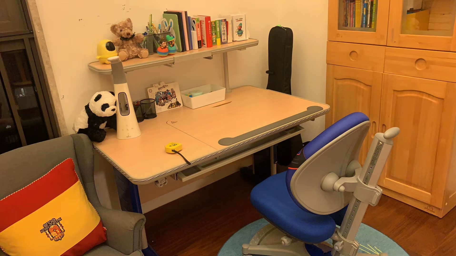 益卡思学习桌椅